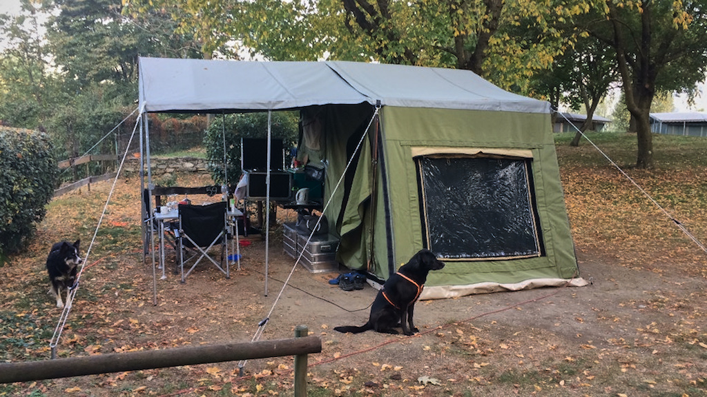 Camping mit Hunden am Ortasee